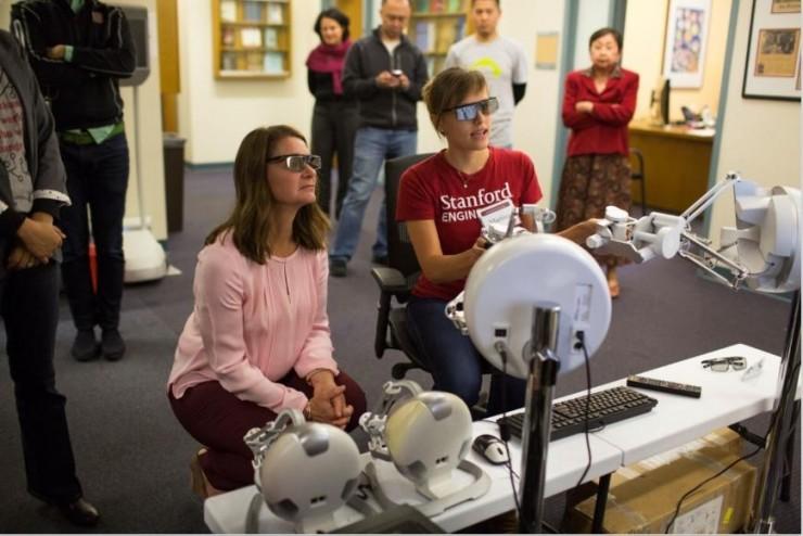 李飞飞与盖茨夫人对话人工智能:有了多样性行业才能健康发展