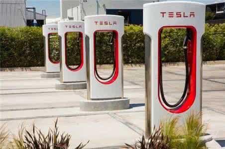 特斯拉电力来自燃媒?马斯克表示其超级充电站最终将自给自足