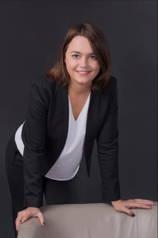 汉高全球业务开发总监Helene Cazier分享汉高新能源汽车解决方案